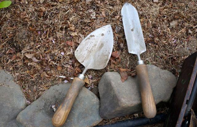 Win a weeding trowel from Sneeboer!  Garden tool giveaway!